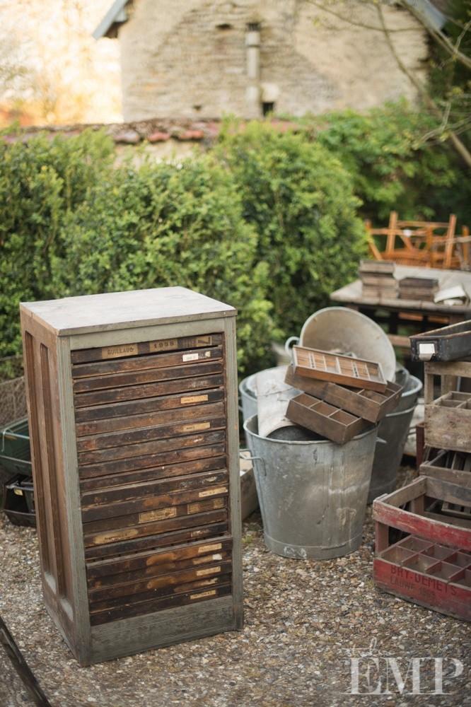 brocante drawers and zinc tubsin garden